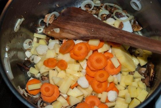 bramborova polevka restovani zeleniny